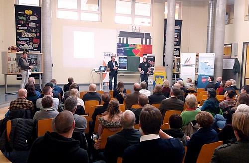 Boizenburgs Bürgermeister Harald Jäschke (Mitte) begrüßt die Konferenzteilnehmer*innen