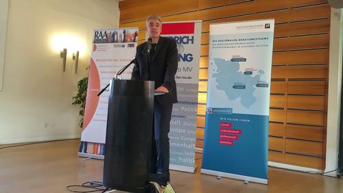 Dr. Jörn Hauschild, Oberstaatsanwalt vom Generalbundesanwalt beim Bundesgerichtshof, berichtet über die Arbeit zur Rechtsextremismusbekämpfung