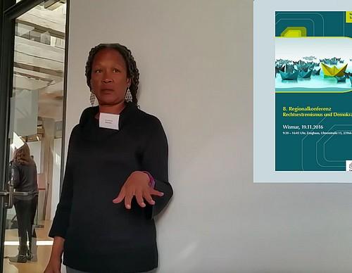 Lecia Brooks vom Southern Poverty Law Center (USA) beschreibt in ihrem Workshop
